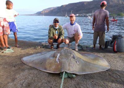 Peter-Ouwendijk-Pijlstaartrog-182-kg-2014-Kaap-Verdie